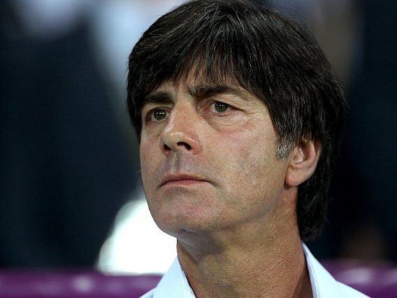 Přísný německý trenér Joachim Löw.