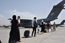 Evakuace Afghánců z letiště v Kábulu.
