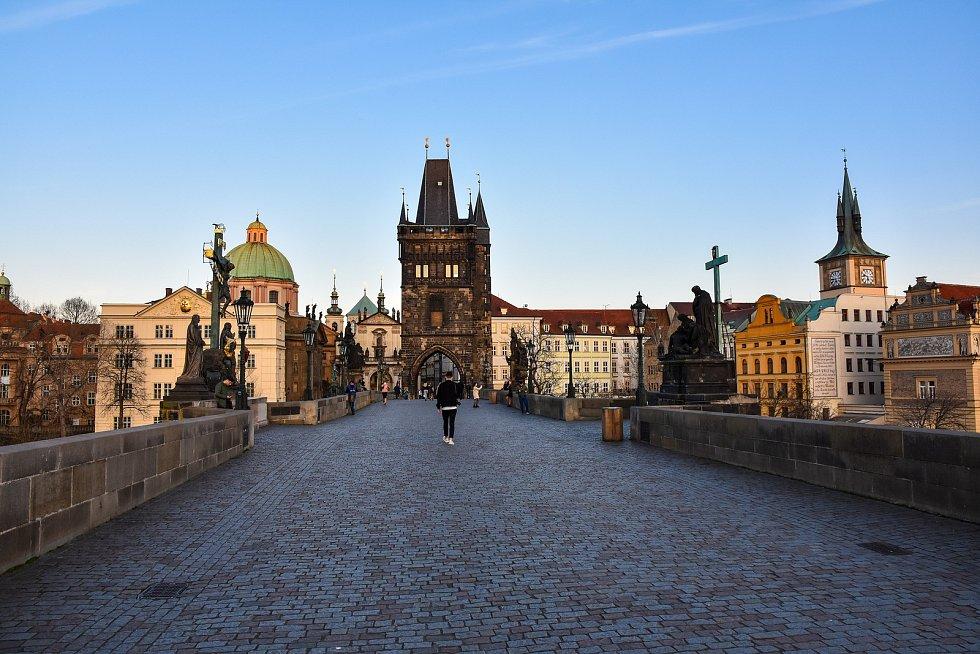 Opatření proti koronaviru však vylidnila i jindy rušná místa v centru Prahy.