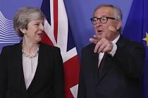Britská premiérka Theresa Mayová s šéfem Evropské komise Jeanem-Claudem Junckerem