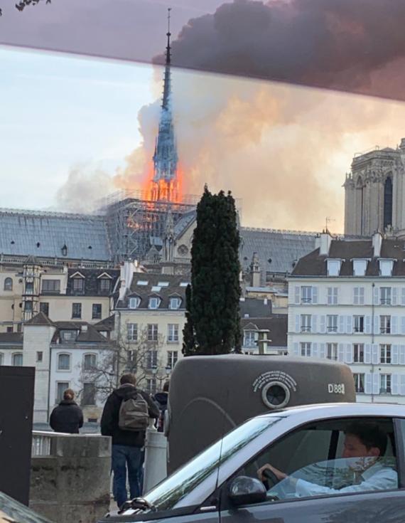 Katedrálu Notre-Dame zachvátil požár.