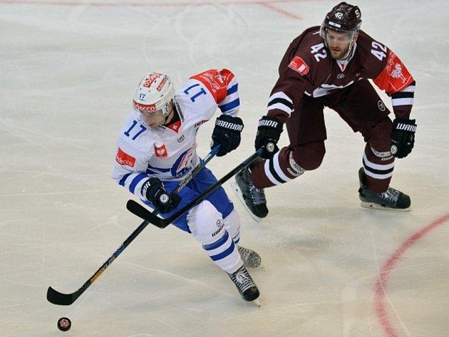 Michal Barinka ze Sparty (vpravo) a Ryan Shannon z Curychu.