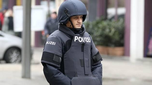 Rakouská policie zasahuje po střelbě v centru Vídně.