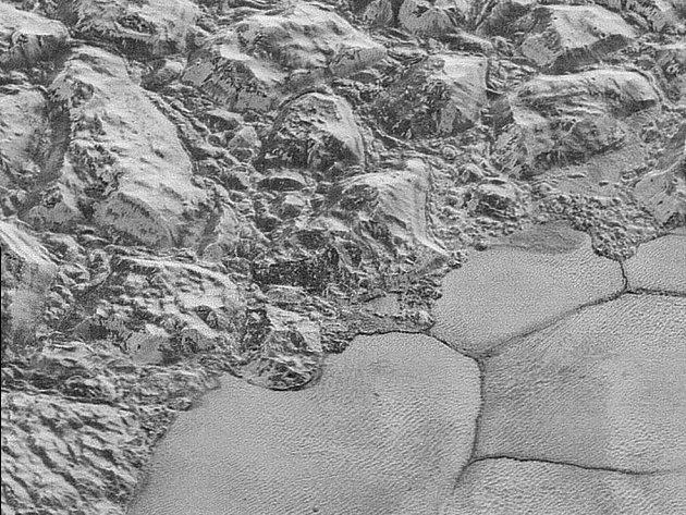 NASA zveřejnila dosud nejostřejší záběry planety Pluto.
