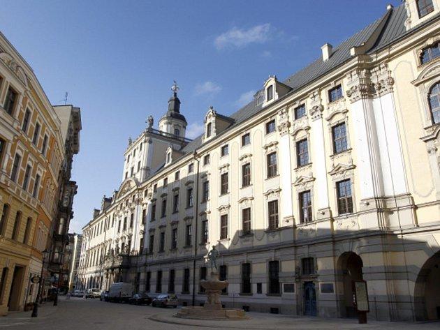 Univerzita ve Vratislavi na jihozápadě Polska se rozhodla obnovit historickou spravedlnost a alespoň symbolicky vrátit doktoráty, které 262 zdejším absolventům jako nepřátelům režimu Adolfa Hitlera.