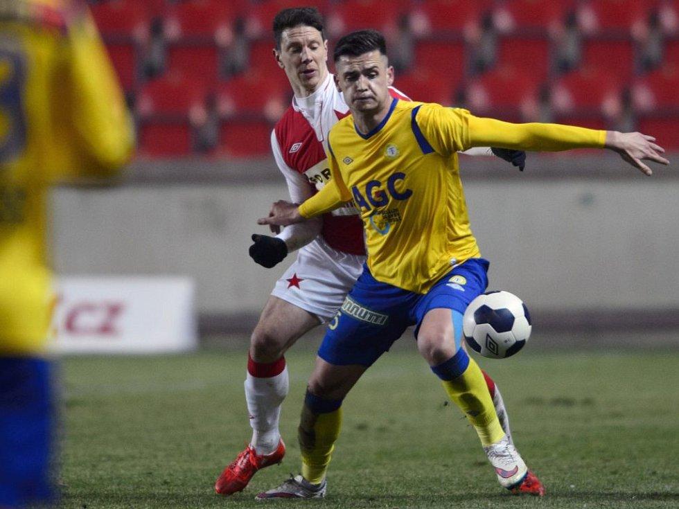 Roman Potočný (ve žlutém) šokoval raketovým nástupem do ligy.