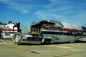 Trosky nákladního letounu McDonnell Douglas DC-9, které 1. února 1991 tragicky havarovalo na mezinárodním letišti v Clevelandu při pokusu vzlétnout. Nehodu způsobila námraza na křídlech
