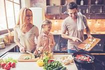 Buďte nekompromisní a zapojte do vaření celou rodinu.