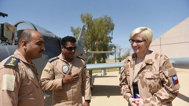 Šlechtová s iráckými piloty českých letadel L-159.