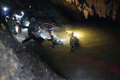Záchranné akce v jeskynním komplexu v Thajsku