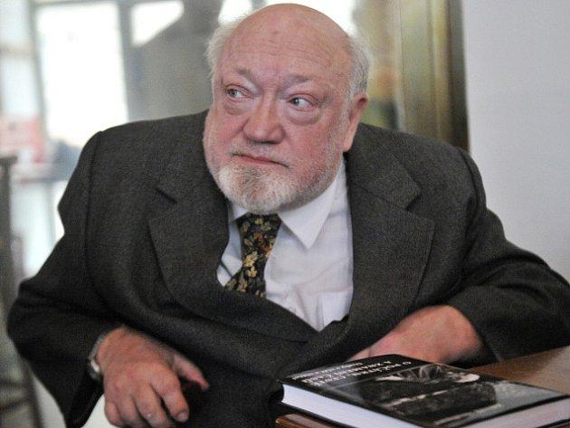 Ve věku 74 let zemřel v noci na úterý biolog a filozof Zdeněk Neubauer.