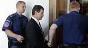 Začalo hlavní líčení v kauze poslance Davida Ratha.