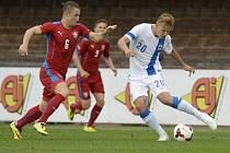 Lukáš Vácha (vlevo) při svém reprezentační premiéře proti Finsku.