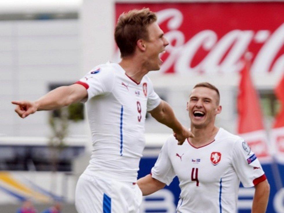 Bořek Dočkal (vlevo) a Pavel Kadeřábek se radují z gólu proti Islandu. Euforie jim ale moc dlouho nevydržela.