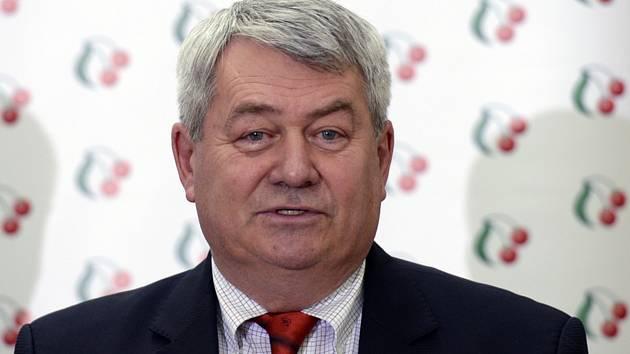 Předseda KSČM Vojtěch Filip vystoupil 9. července 2019 v Praze na tiskové konferenci před jednáním Poslanecké sněmovny