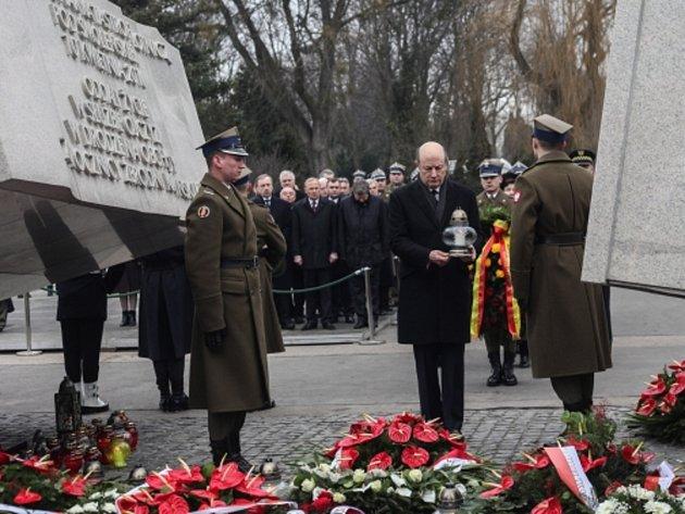 Polsko si dnes sérii pietních shromáždění a bohoslužeb připomíná třetí výročí leteckého neštěstí u Smolenska na západě Ruska.