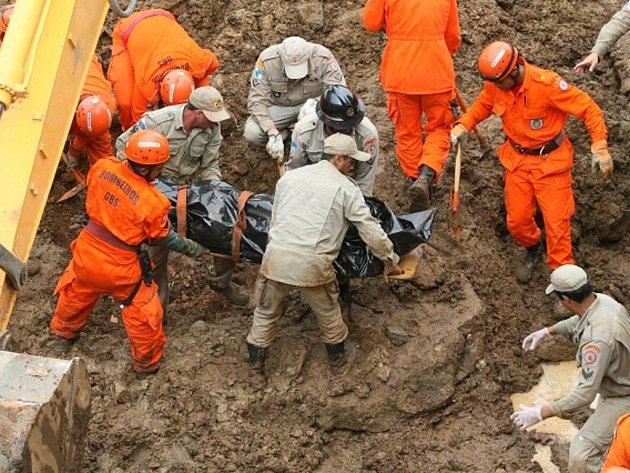 Záchranná akce v Jamapara v Rio de Janeiro.