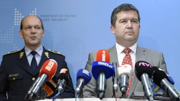 Jan Hamáček (vpravo) a Martin Vondrášek, první náměstek policejního prezidenta