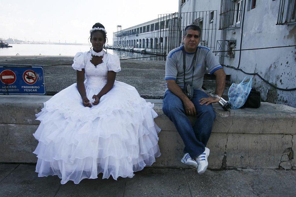 Dvojice na ulici v Havaně