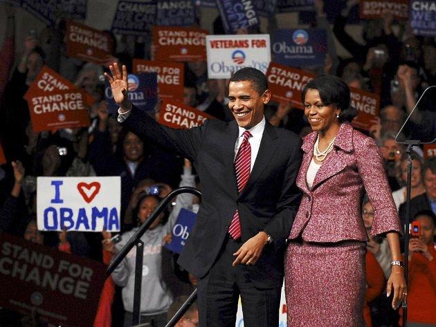 Barack Obama se se svou manželkou raduje z vítězství v Jižní Karolíně