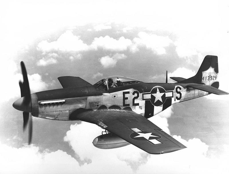 Další stíhačkou, s níž Hubert Zemke létal, byl P-51 Mustang