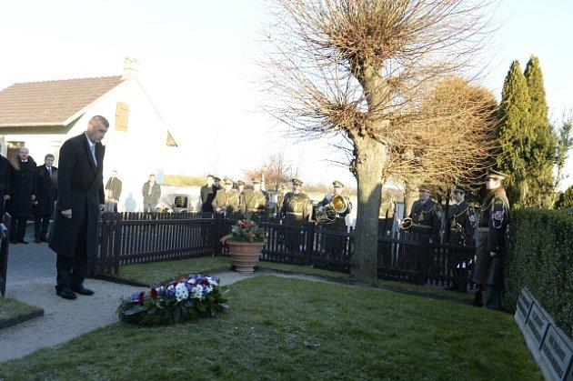 Andrej Babiš položil věnec k hrobu Tomáše  Garrigua Masaryka.
