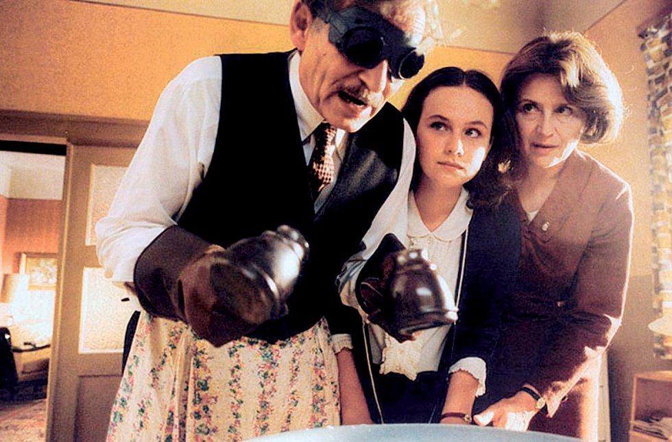 V kultovní Hřebejkově komedii Pelíšky (1999) si zahrála Jindřišku, dceru Jiřího Kodeta a Emílie Vašáryové.