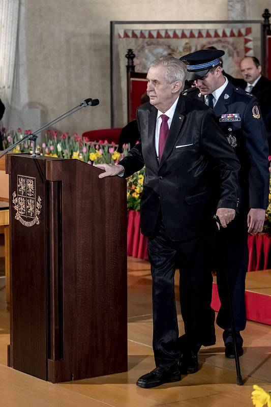 Inaugurace prezidenta Miloše Zemana pro jeho druhé funkční období probíhala 8. března ve Vladislavském sále Pražského hradu.