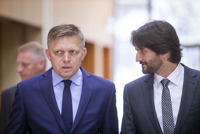 Zleva: Robert Fico a Robert Kaliňák (oba Smer).