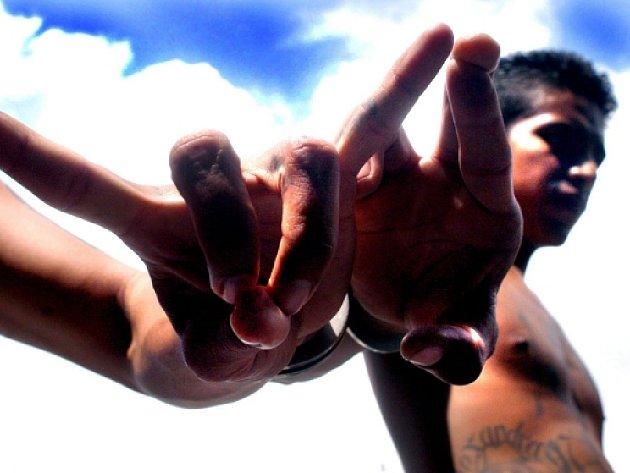 Dva hlavní salvadorské gangy, Mara Salvatrucha (MS-13) a Barrio 18, oznámily, že se zříkají násilí.