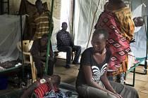 Pro většinu z nás je cholera nemocí, která byla metlou vojáků v dobách našich předků. Že jde o hrozbu více než aktuální, se ale právě teď na vlastní kůži přesvědčují v Džubě, hlavním městě Jižního Súdánu.