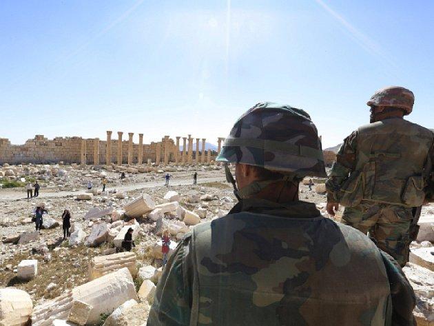 Město po deseti měsících vlády Islámského státu (IS) před týdnem dobyly vládní síly.