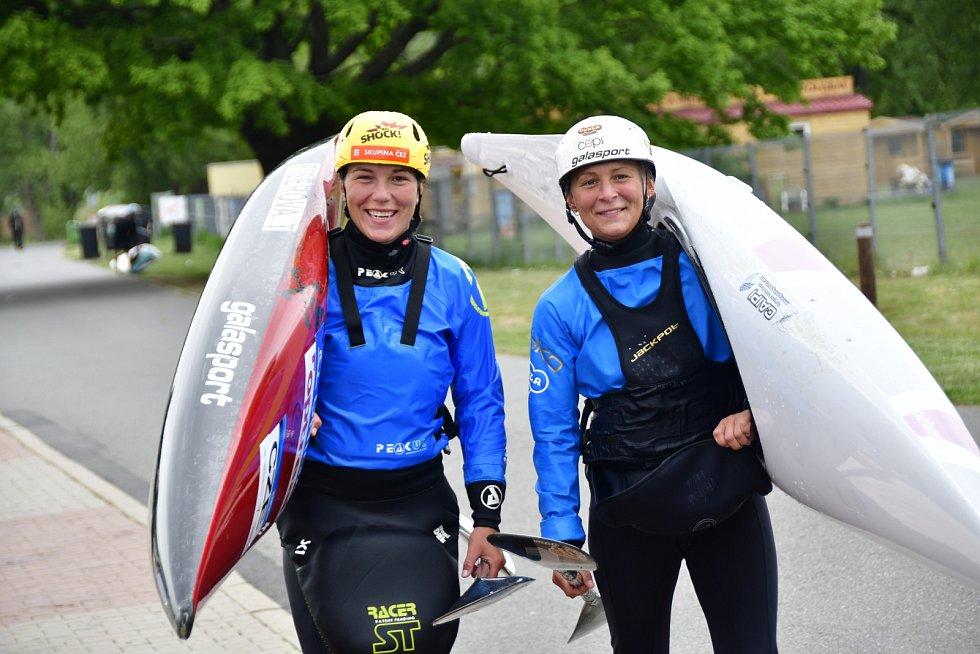 Vodní slalomářky Tereza Fišerová a Barbora Valíková.