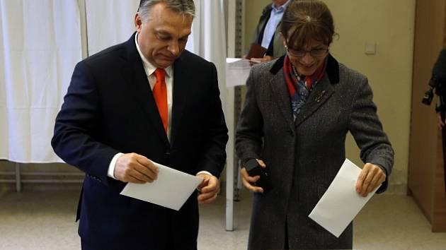 Viktor Orbán s manželkou odvolil blízko svého bydliště