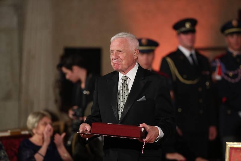 Předávání státních vyznamenání 28. října na Pražském hradě. Václav Klaus.