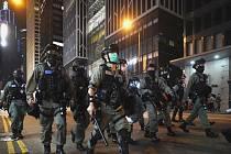 Policie v Hong Konngu potlačuje protesty