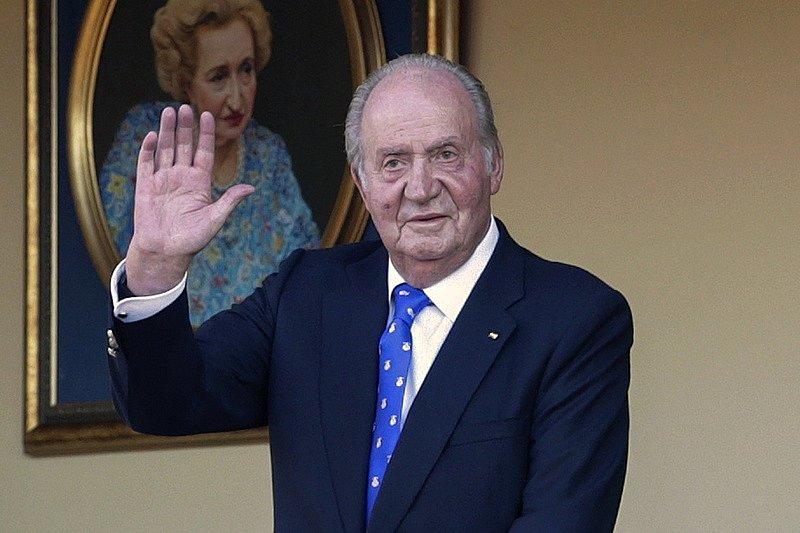 Bývalý španělský král Juan Carlos de facto uprchl ze země