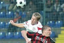 Miloslav Penner (v bílém) byl v zápase se Slavií vyloučen.