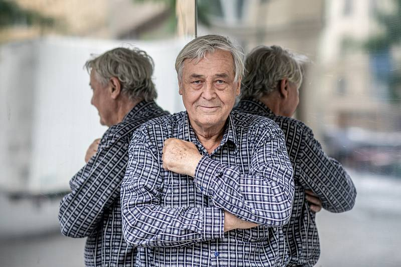 Od roku 1971 se Zdeněk Žák objevil vdesítkách televizních filmů a seriálů.