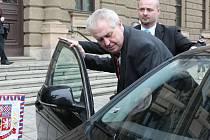 Miloš Zeman riskuje sezením na předním sedadle, říká Šándor.
