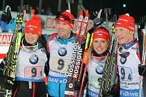 Čeští biatlonisté (zleva) Veronika Vítková, Michal Šlesingr, Gabriela Soukalová a Ondřej Moravec vybojovali ve štafetě stříbro.