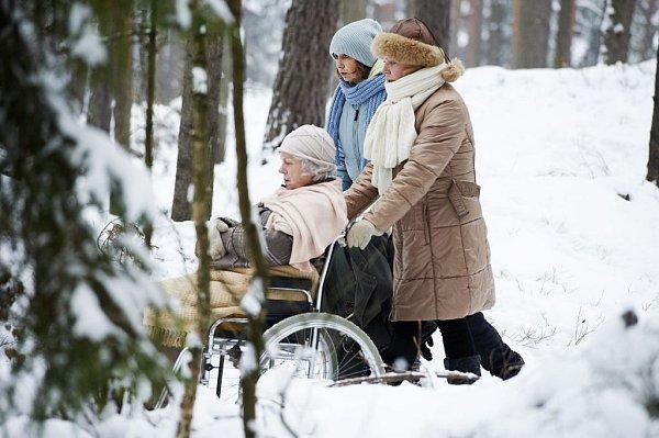 Iva Janžurová sDagmar Havlovou a Veronikou Freimanovou ve snímku Byl lásky čas.