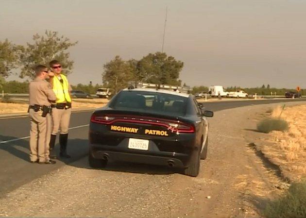 Policejní vyšetřování incidentu nedaleko Sacramenta uzavřelo silnici na 8 hodin.