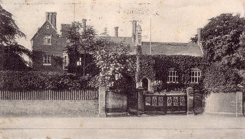 Colchester Royal Grammar School na pohlednici z roku 1905