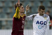 Aldin Čajič z Dukly Praha se raduje z gólu proti Teplicím.