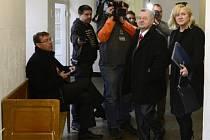 Obvodní soud pro Prahu 1 pokračoval 12. ledna v projednávání kauzy Jany Nečasové, dříve Nagyové (vpravo), která je se třemi důstojníky obžalovaná ze zneužití Vojenského zpravodajství.