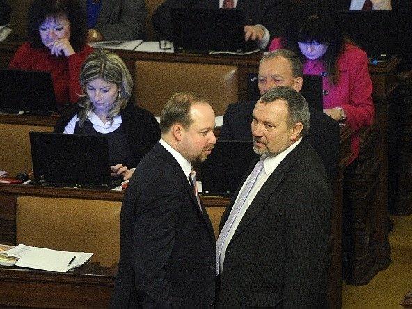 Předsedové poslaneckých klubů ČSSD a KSČM Jeroným Tejc a Pavel Kováčik (vpravo) 12.února vPraze na schůzi Poslanecké sněmovny.