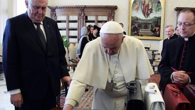 Papež František přijal českého prezidenta Miloše Zemana.