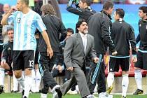 Trenér Argentiny Diego Armando Maradona si extázi po gólu mohl v utkání s Nigérii vychutnat jen jednou.