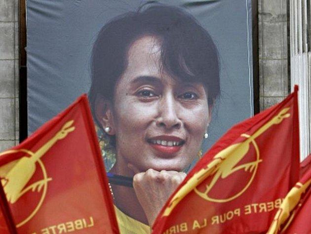 Barmská disidentka a nositelka Nobelovy ceny za mír Do Aun Schan Su Ťij je po celém světě považována za symbol odporu proti barmské vojenské juntě.